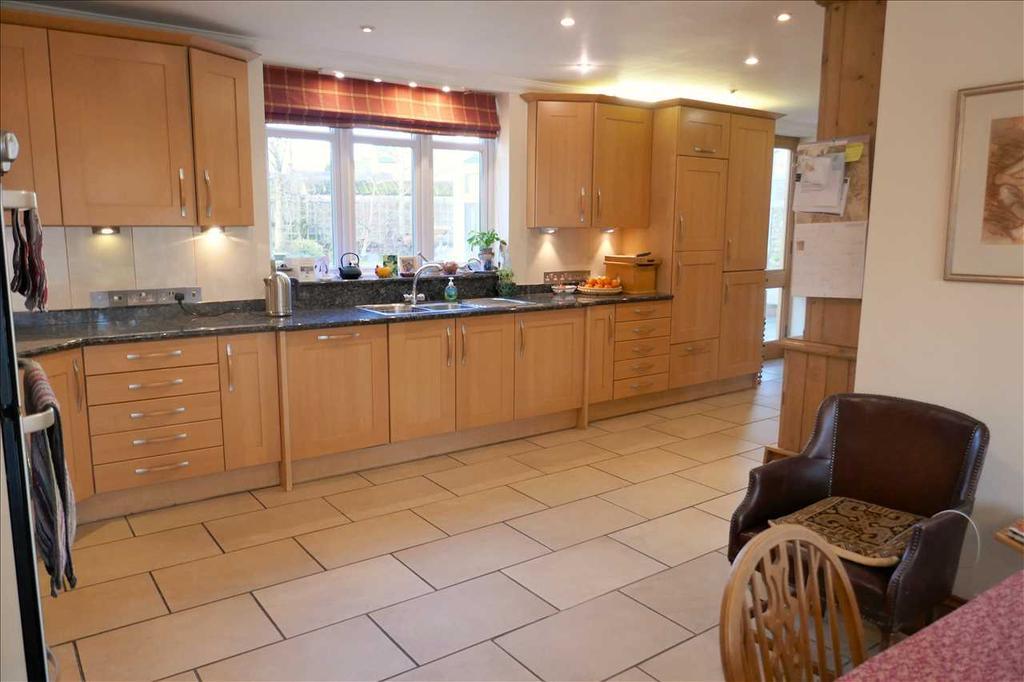 Open plan dual aspect kitchen/breakfast room