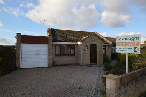 2 bedroom detached bungalow for sale - Conigre Close, Melksham