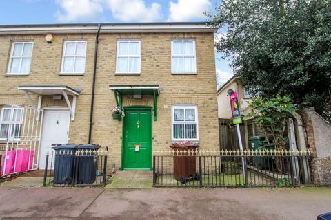 2 bedroom semi-detached house to rent - Church Street, Dagenham