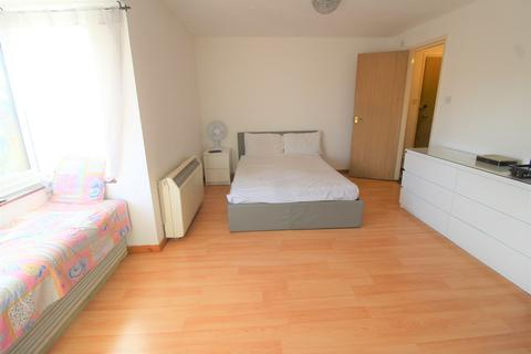 Studio to rent - Boxwood Close, West Drayton