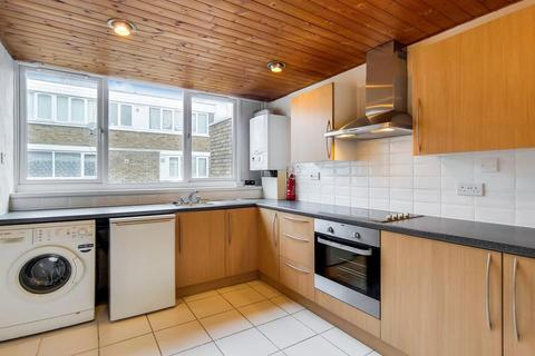 3 bedroom terraced house to rent - Carroun Road, London SW8