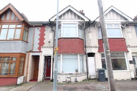 3 bedroom terraced house for sale - SPACIOUS HOME on Leagrave Road