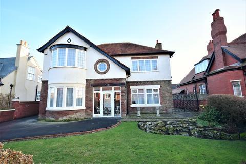 4 bedroom detached house for sale - Links Road, Lytham St Annes, FY8