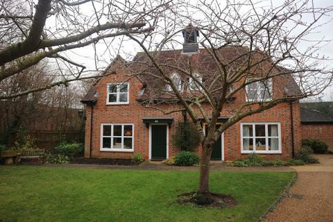 2 bedroom semi-detached house to rent - Church Place, Ickenham, Uxbridge, UB10