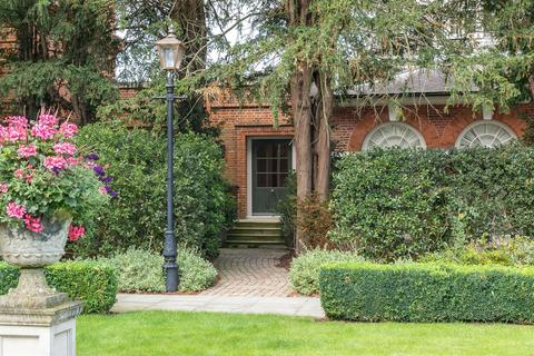 3 bedroom apartment for sale - The Coach House, Balls Park, Hertford