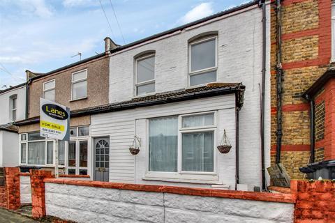2 bedroom flat for sale - Millais Road, Enfield, EN1