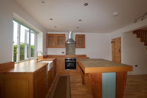 2 bedroom semi-detached house to rent - Ley Fleaks Road, Idle, Bradford