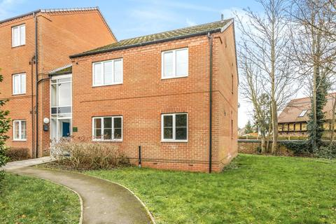 2 bedroom flat - Beech Court, Lincoln, LN5