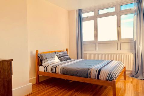 1 bedroom flat share - Talia House, Manchester Road, London E14