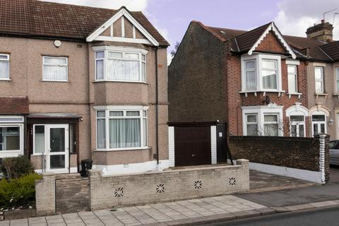 3 bedroom end of terrace house for sale - Perth Road, Ilford IG2
