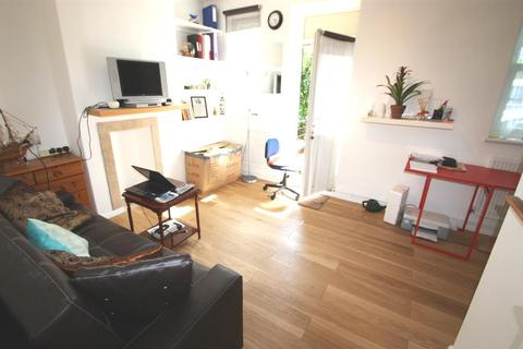 1 bedroom flat to rent - Petergate, London, SW11