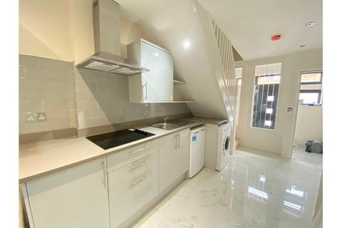 2 bedroom maisonette to rent - Wood Lane, Shepherds Bush