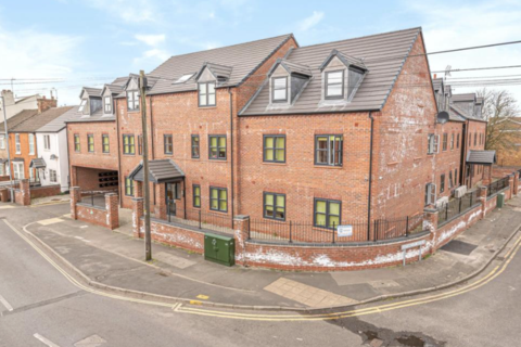 2 bedroom flat - Flat 12, Lord Tennyson House 72 Rasen Lane, Lincoln, LN1 3HD