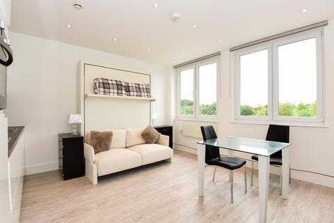 Studio to rent - Station Road, Gerrards Cross, Buckinghamshire SL9 8FQ