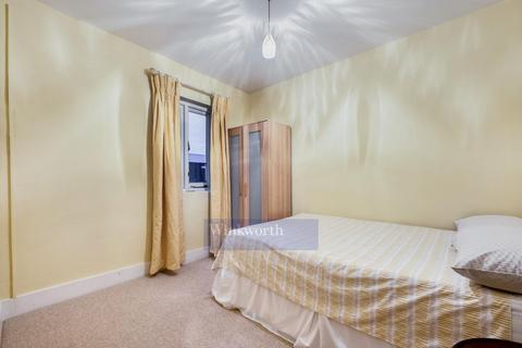 3 bedroom flat to rent - PAGES WALK, SE1