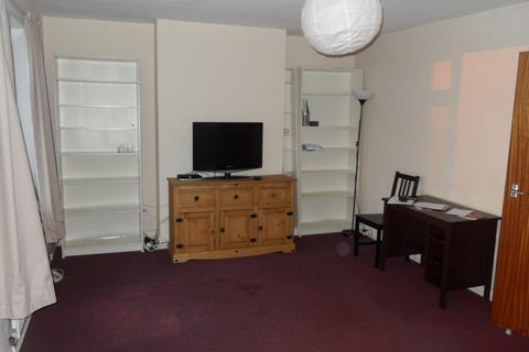 3 bedroom flat to rent - 61a Station Road, UB7