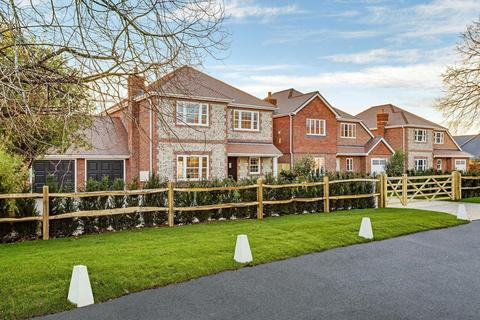 4 bedroom detached house for sale - Private road, East Preston, West Sussex BN16