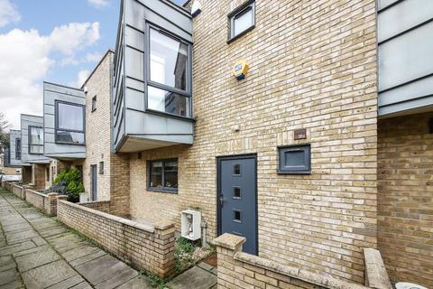 3 bedroom terraced house for sale - Ashleigh Mews, London