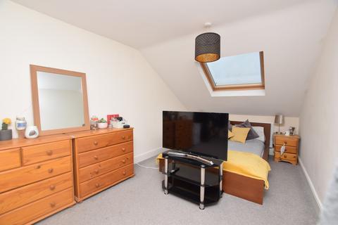 6 bedroom semi-detached house to rent - Manor Road