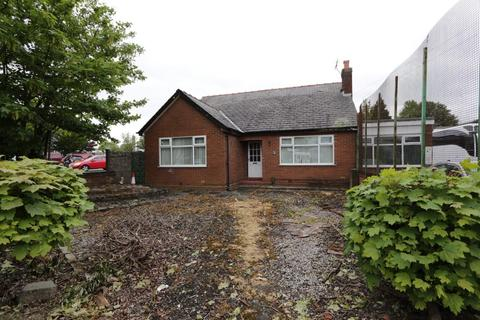 4 bedroom detached bungalow for sale - Fiddlers Lane, Irlam