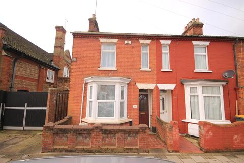 3 bedroom end of terrace house for sale - Marlborough Road, Queens Park, Bedford, MK40