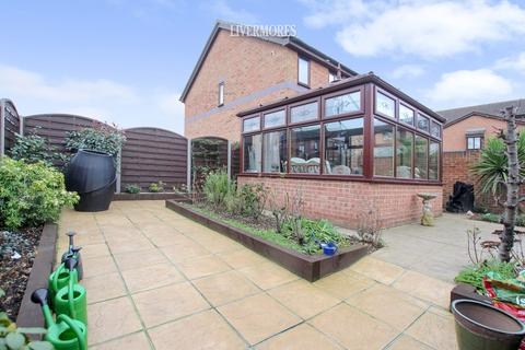 2 bedroom end of terrace house for sale - Cheswick Close, Crayford