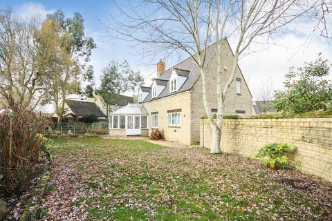 4 bedroom detached house for sale - St Julians Close, South Marston