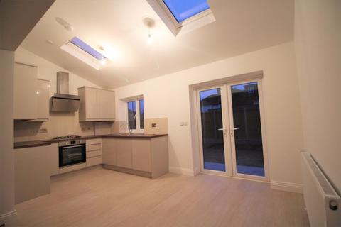 4 bedroom semi-detached house to rent - Tranmere Road, Edmonton N9