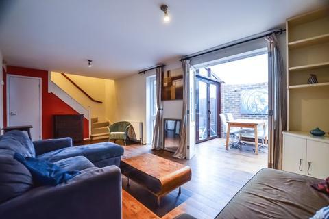 3 bedroom mews to rent - Lamplighter Close, Whitechapel E1
