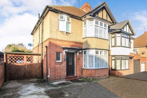 3 bedroom semi-detached house for sale - Carlton Close, Luton