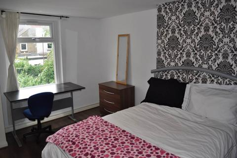 2 bedroom flat - Claude Road, Roath, Cardiff