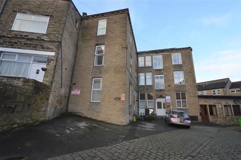 Studio to rent - Hampton Place, Bradford