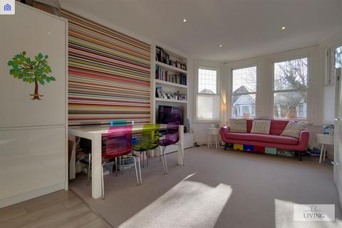3 bedroom flat for sale - Teignmouth Road, London