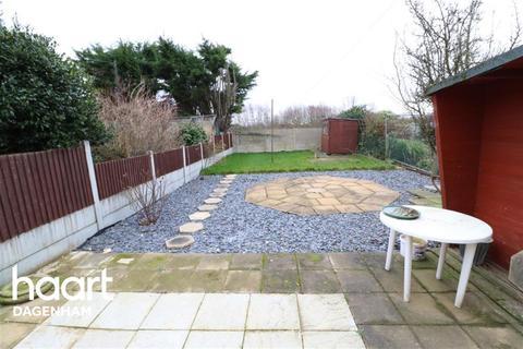 3 bedroom semi-detached house to rent - Hooks Hall Drive, Dagenham