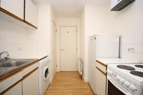 Studio to rent - Amsterdam Road, Docklands, London E14