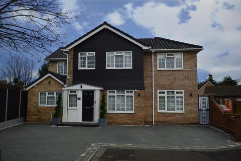 5 bedroom detached house for sale - Sims Close, Romford, Essex, RM1
