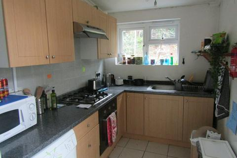 4 bedroom semi-detached house to rent - Roselands Gardens, Southampton