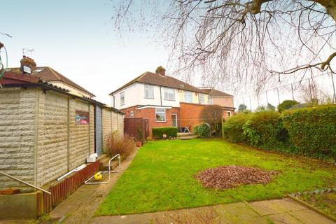 3 bedroom semi-detached house for sale - Warden Hill Gardens, Warden Hills, Luton, Bedfordshire, LU2 7AH