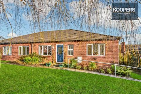 2 bedroom bungalow for sale - Storthfield Way, South Normanton, Alfreton