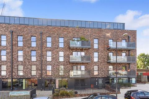 3 bedroom flat for sale - 7 Station Approach, Sydenham, London