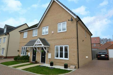 3 bedroom semi-detached house for sale - Stamford Drive, Laindon, Basildon, Essex, SS15