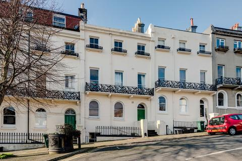 2 bedroom flat for sale - Roundhill Crescent, Brighton