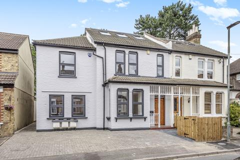 3 bedroom apartment to rent - Blakeney Avenue Beckenham BR3