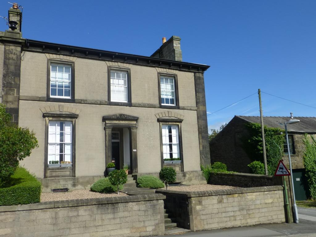 5 Bedrooms Town House for sale in The Croft, Settle