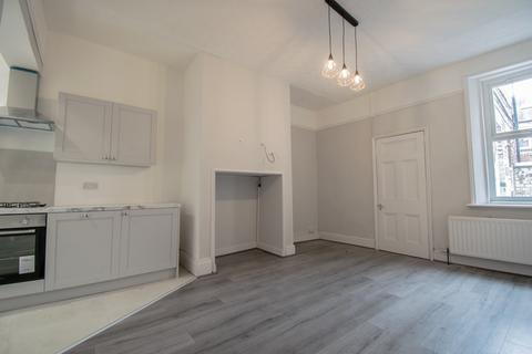 3 bedroom flat to rent - Mayfair Road, Jesmond, Newcastle Upon Tyne