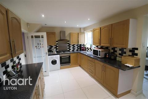 4 bedroom terraced house to rent - Kinross Crescent, Luton