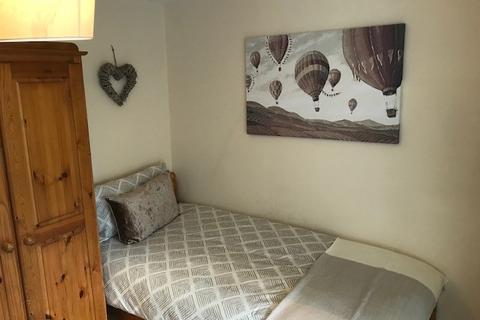Studio to rent - Clifton Street, Old Town, Swindon, SN1