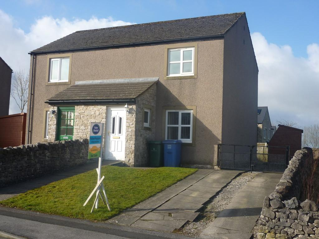 2 Bedrooms Semi Detached House for sale in 1 Manor Close, Ingleton