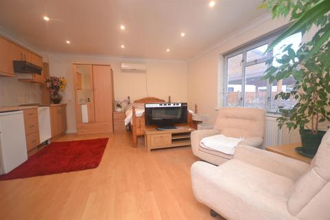 Studio to rent - Arbor Lane, Wokingham