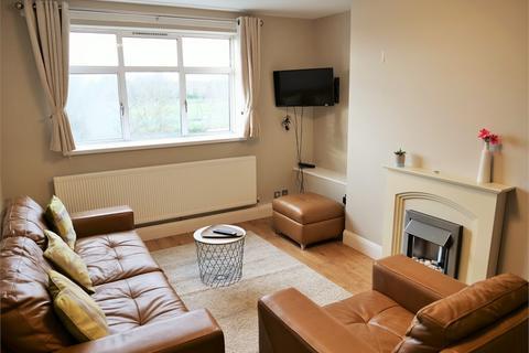 2 bedroom flat to rent - Bromyard Avenue, London